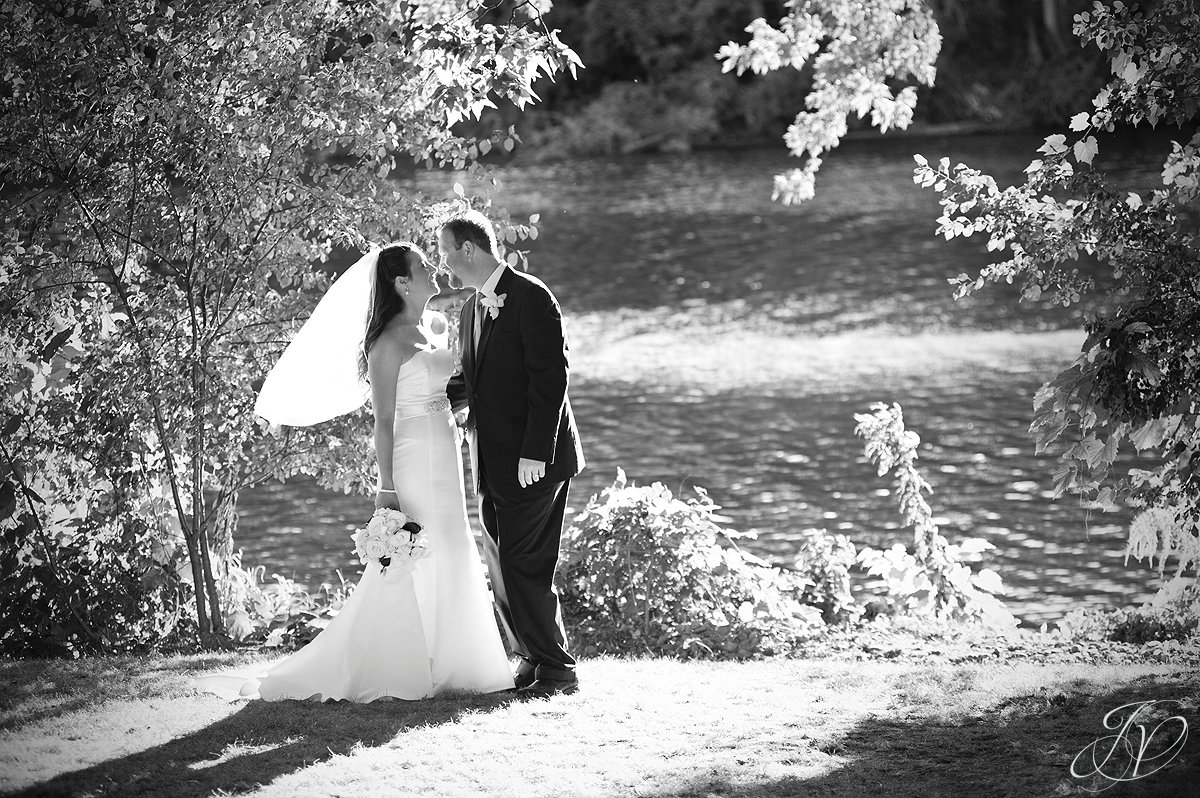 bride and groom next to the river, riverstone manor, bride and groom photo, schenectady wedding photographer