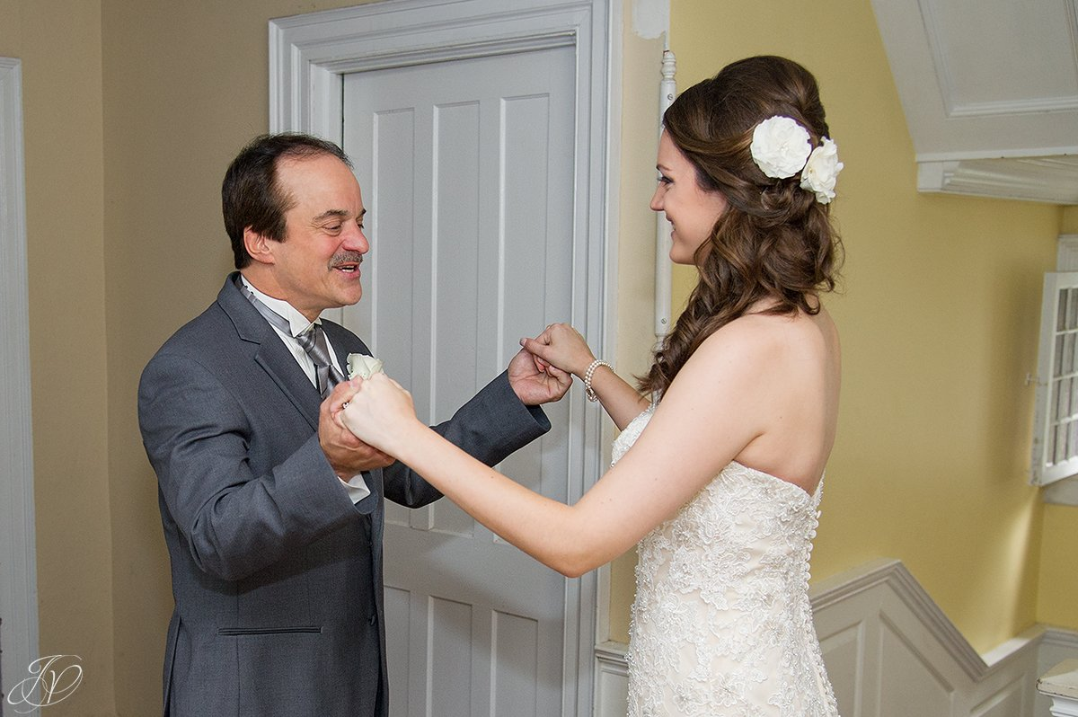 amazing first look moment with bride and dad