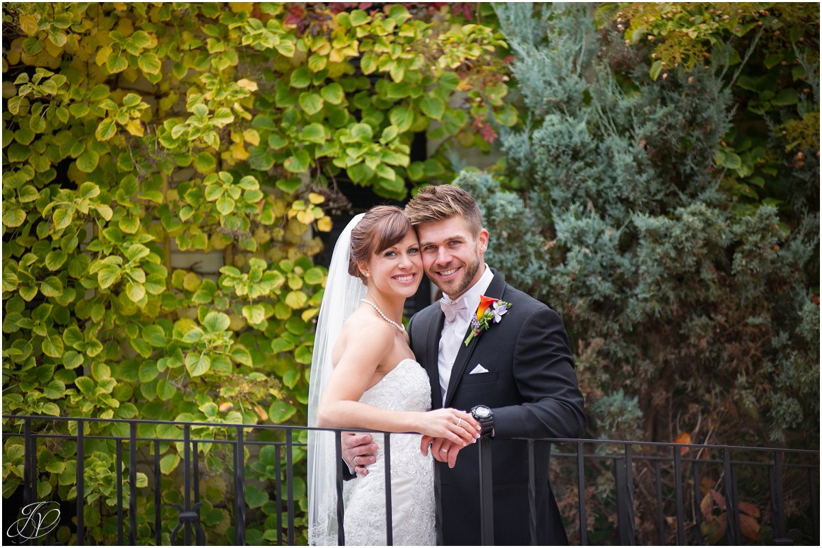 romantic bride and groom fall glen sanders mansion wedding