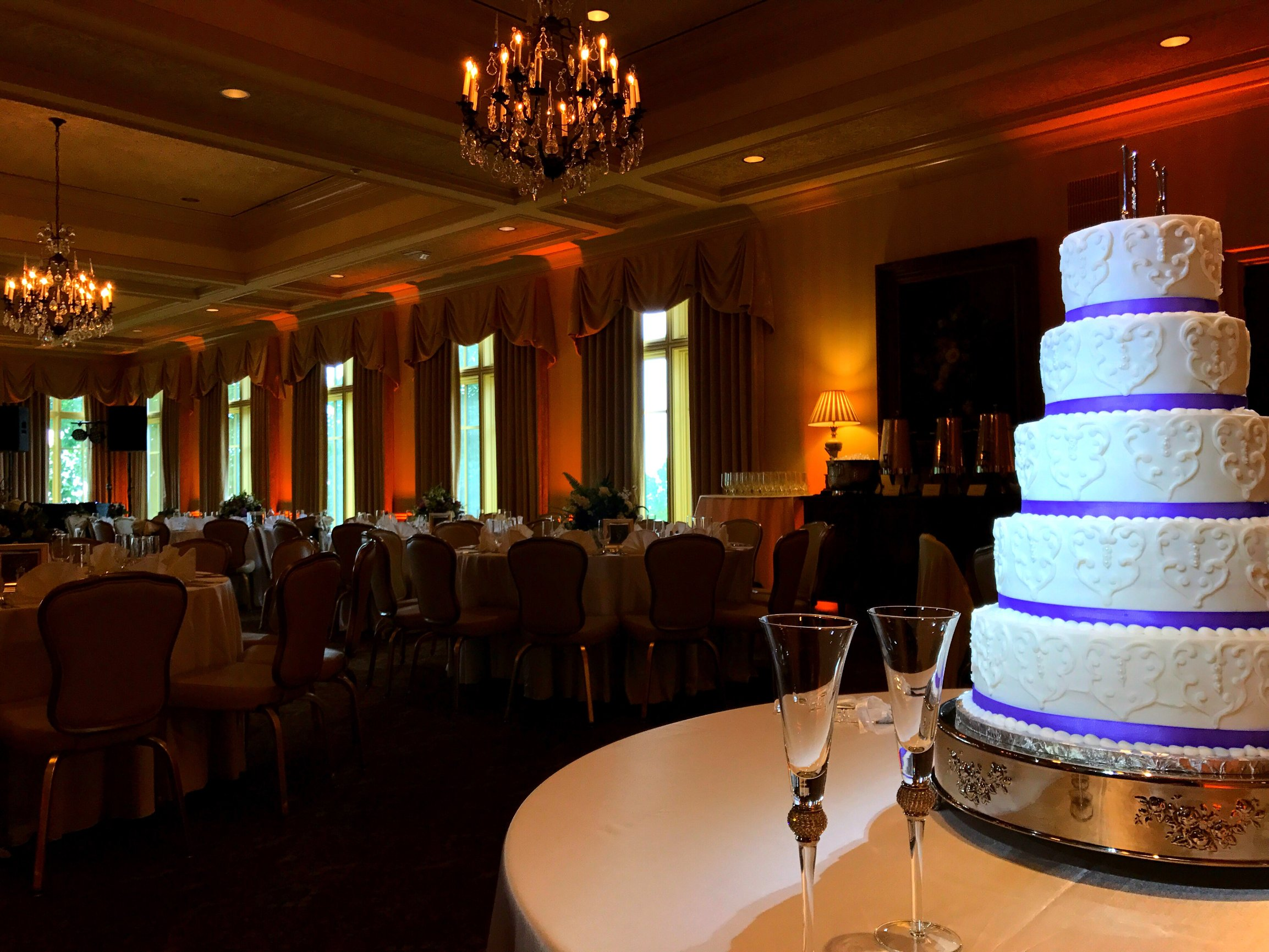 Admirable Spotlighting By Metropolitan Dj Wedding Cakes Centerpieces Download Free Architecture Designs Pendunizatbritishbridgeorg