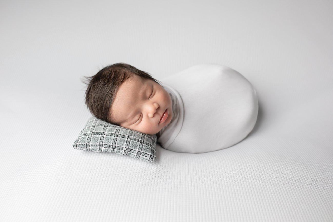 Winnipeg Newborn Photographer Sunny S H Photography